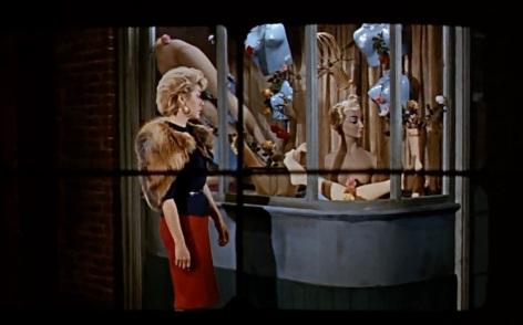 Primeira cena, Mark filma a prostituta que será sua primeira vítima.