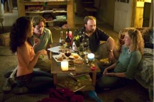 Stephanie, Jack, Miles e Maya se divertem. As duas ainda não sabem que Jack vai se casar no final de semana.