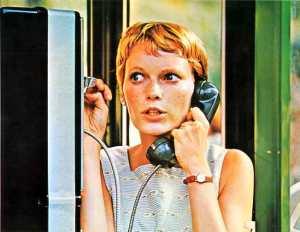 Rosemary, desconfiada de seu ginecologista, liga para outro para marcar um horário.