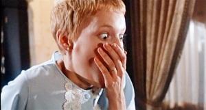 A reação de Rosemary ao ver seu filho pela primeira vez.