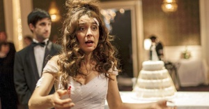 """Erica Rivas como a noiva insana da crônica """"Hasta que la muerte nos separe""""."""